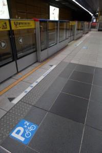 台北捷運站有清楚表示讓單車由頭或尾車卡進入捷運
