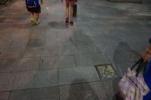 台北巿(西門)的單車和行人共享路面